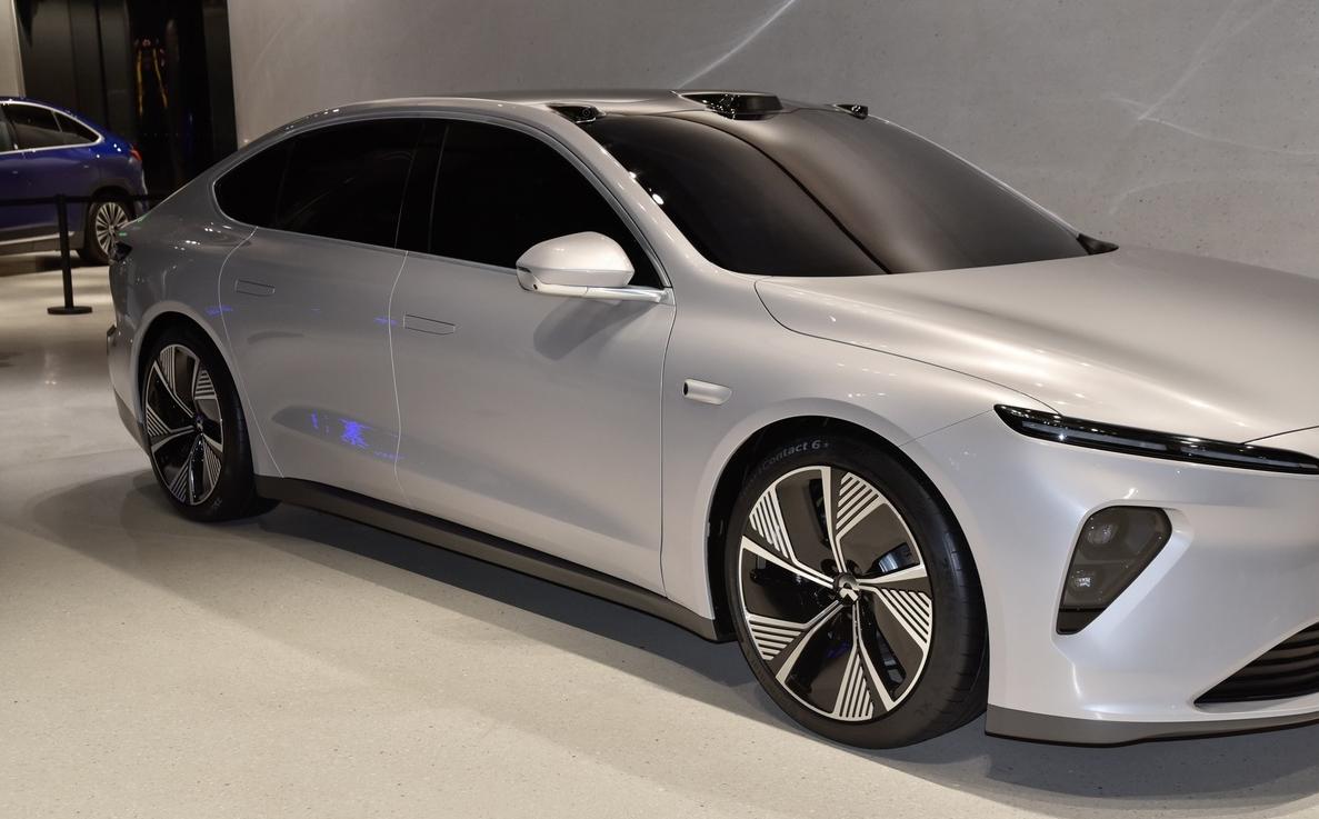 国产又一C级轿车,比A6L大,入门就带座椅按摩+电吸门,3.9秒破百