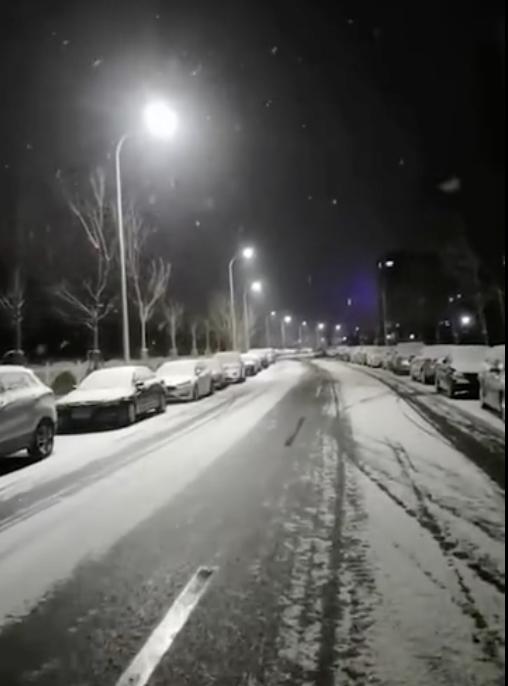 2021年第一场雪进京了!你看到没→