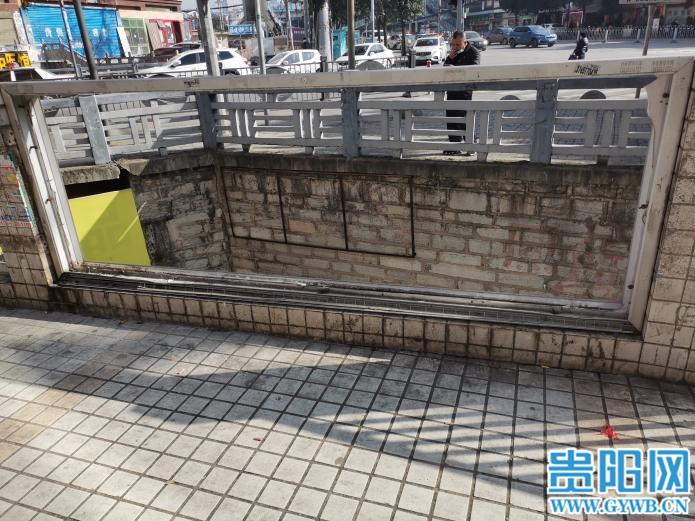 """""""防护栏不见了,老人小孩路过太危险了""""南明区达高桥一防护栏缺失,相关部门回复了"""