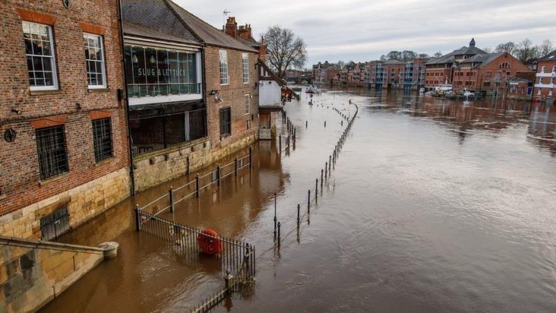 洪水侵袭英国 英格兰部分地区或将疏散民众