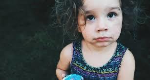 偷车贼得手瞧见后座4岁娃,竟开回原处痛斥其母粗心,威胁要报警