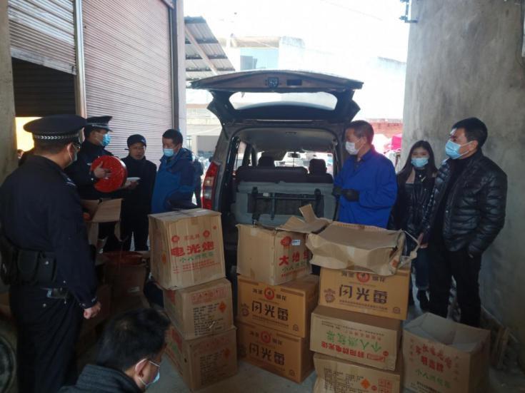 安顺市镇宁自治县集中开展烟花爆竹市场专项整治行动