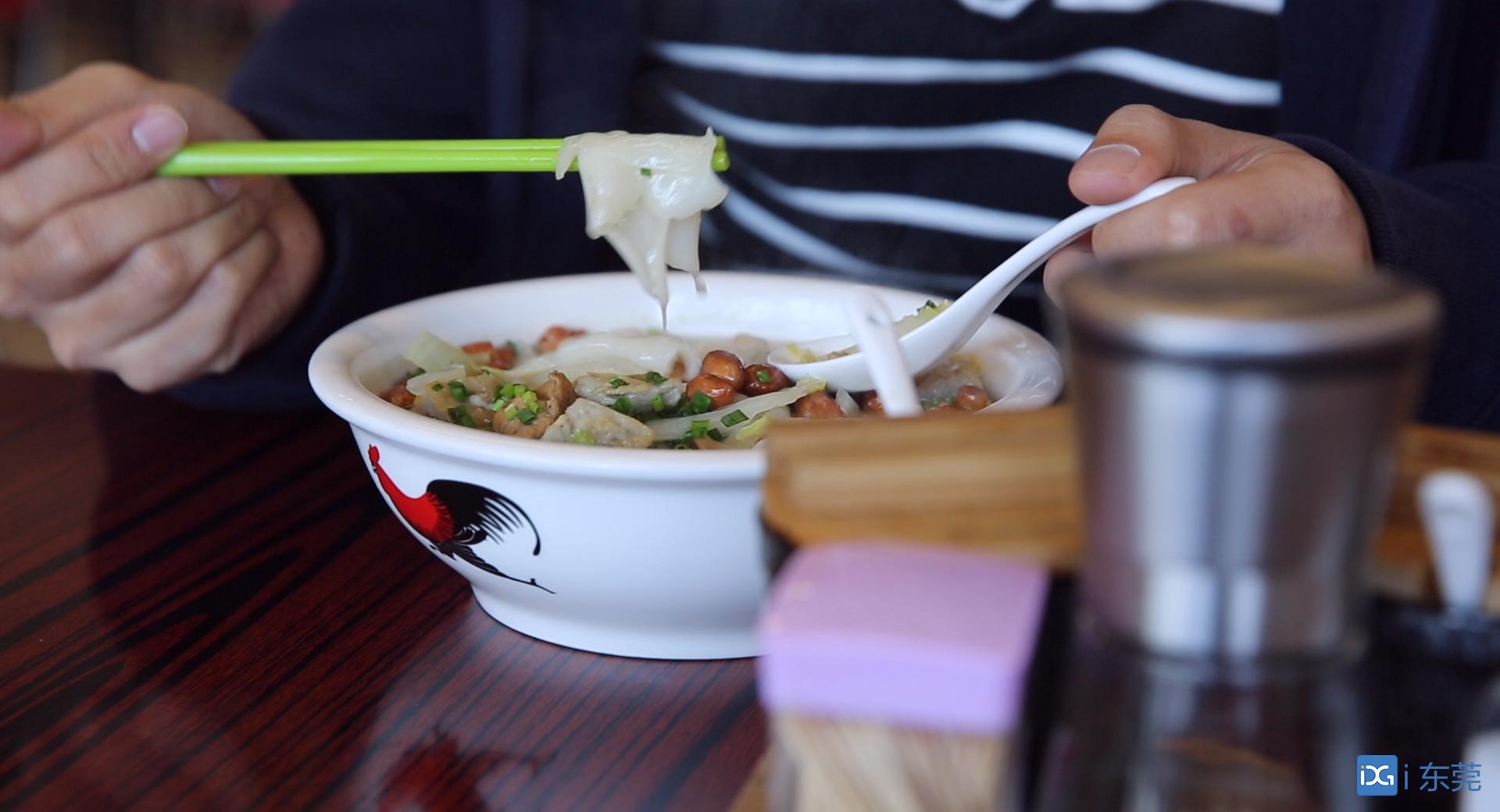 镇能量·视频 | 逢周一70岁以上老人免费吃,点赞大岭山这家美食店!