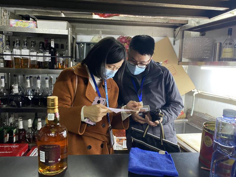 中山市市场监管局夜间行动突击检查酒吧食品安全