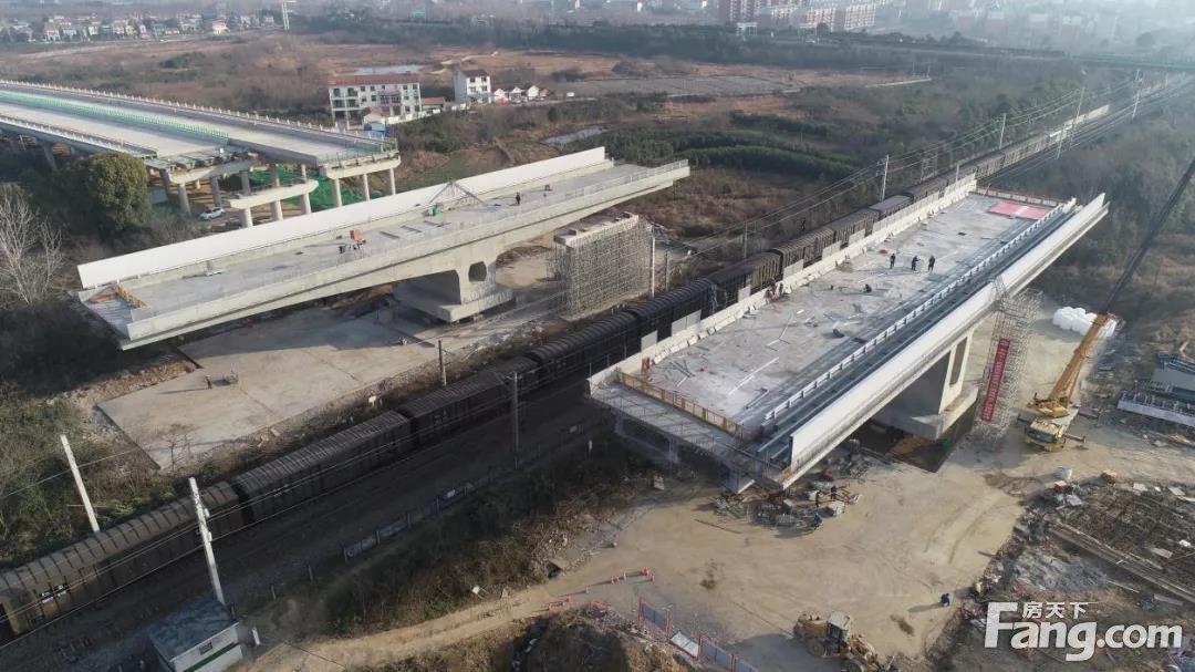 刚刚,107国道跨京广铁路转体桥成功转体!