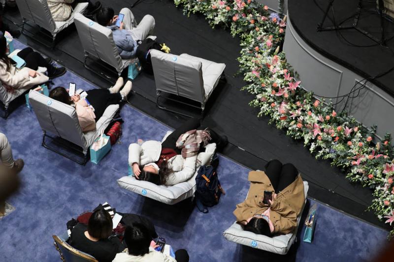 """""""躺赢""""2021年,上海音乐厅上演跨年""""睡衣音乐会"""""""