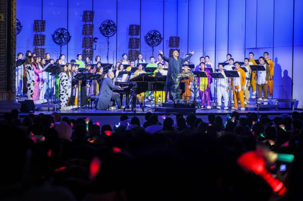 紧随郑云龙、刘令飞,彩虹合唱团也在跨年与网友开启全新互动