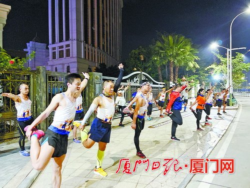 厦门冬季运动健身:室内健身遇冷 户外跑步训练却大有人在