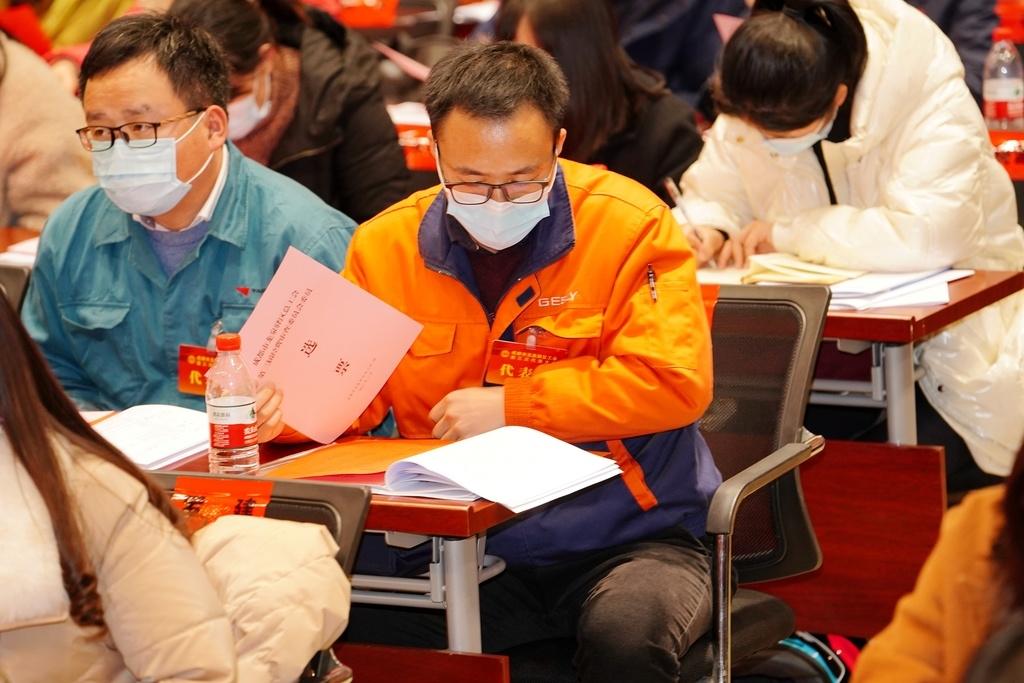 王伟当选成都市龙泉驿区总工会主席