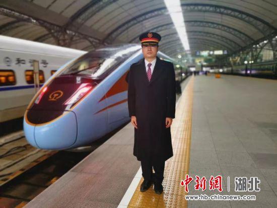 """武汉首次迎来""""蓝暖男""""复兴号"""