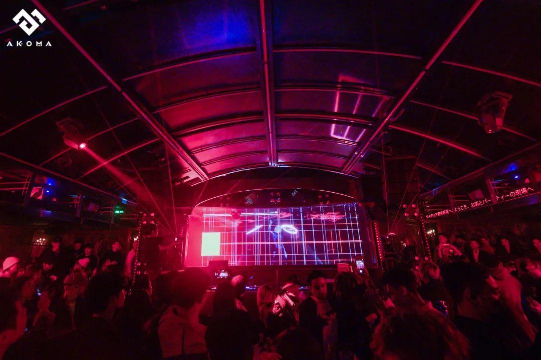 虚拟DJ Purple不仅打了碟,还和人类一起蹦迪?