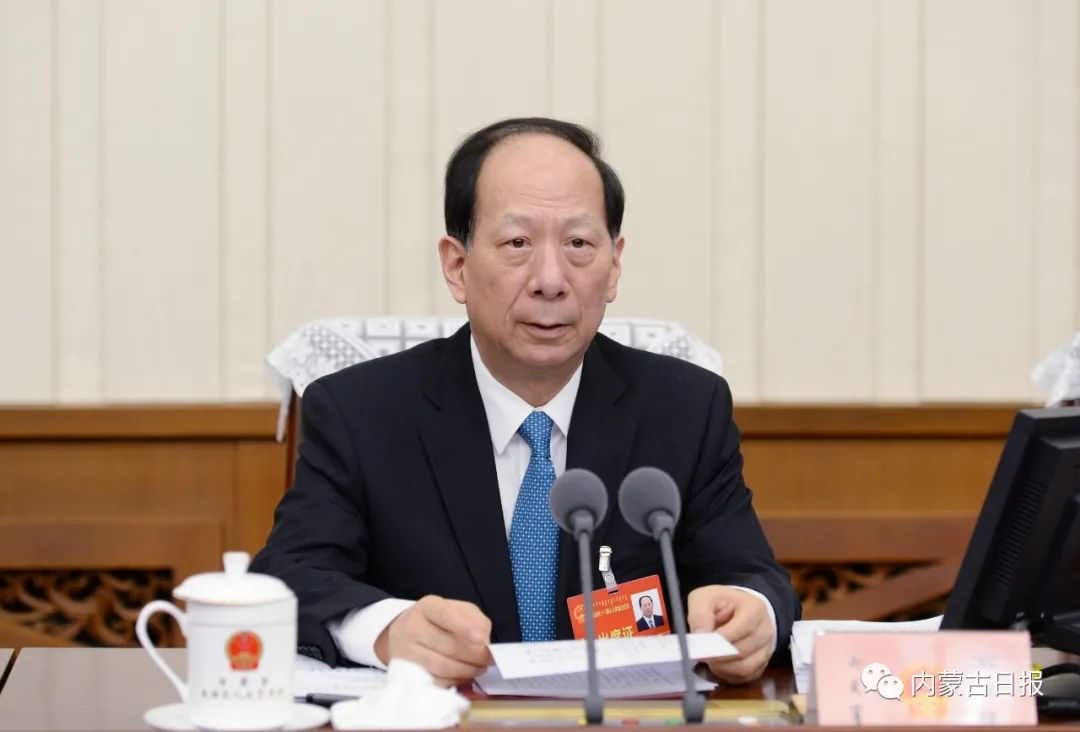 自治区十三届人大常委会召开第二十四次会议 石泰峰主持并颁发任命书 决定自治区十三届人大四次会议1月26日在呼和浩特召开