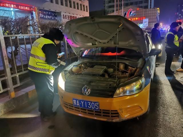 整治营运环境 呼和浩特市夜查出租车