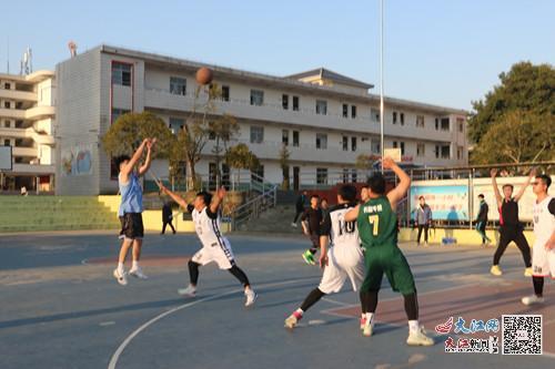 金溪二中举行篮球友谊赛(图)