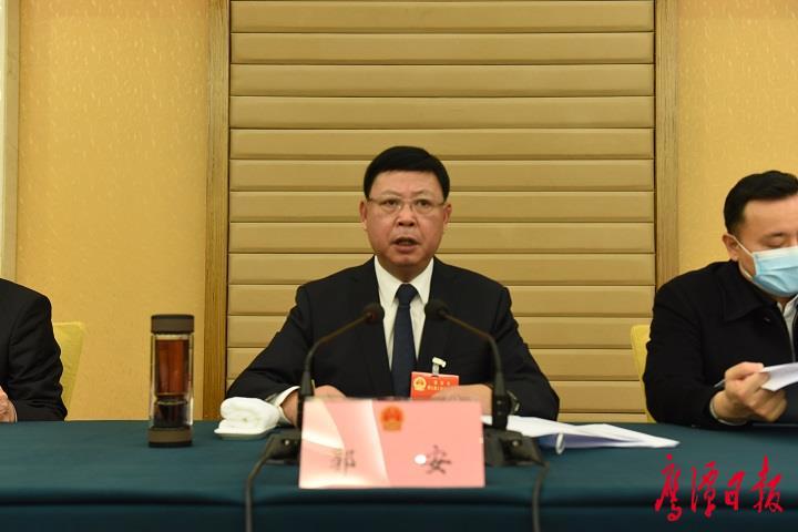 鹰潭市九届人大八次会议主席团举行第一次会议