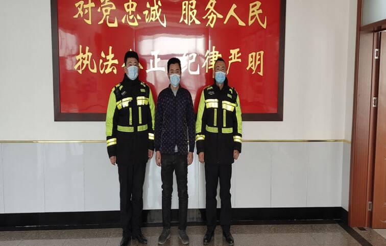 """驾驶证""""自动升级""""被滨州无棣交警一眼识破"""