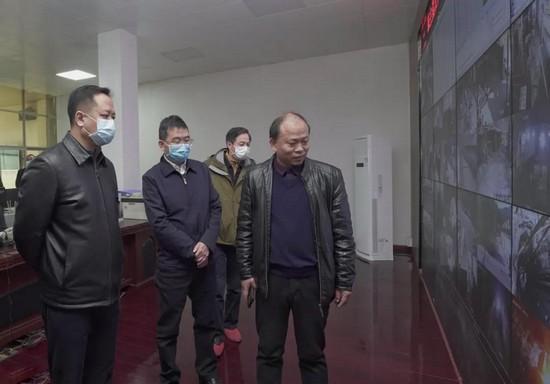 犹 王莹在渝水区督导调研农村疫情防控、森林防火和硅灰石产业发展情况
