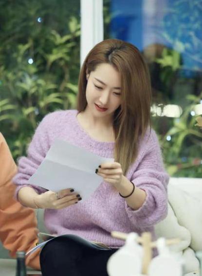 白冰加盟熟女婚恋新综艺《怦然再心动》,微博自拍大有深意