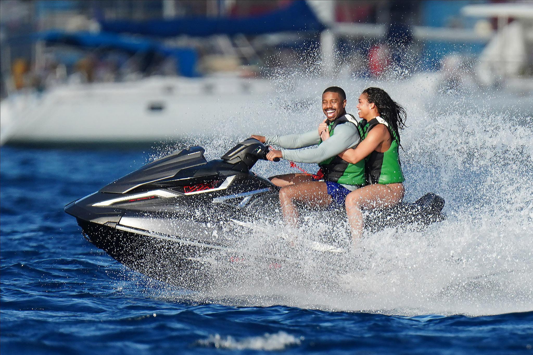 迈克尔·B·乔丹和女友洛丽海上甜蜜度假