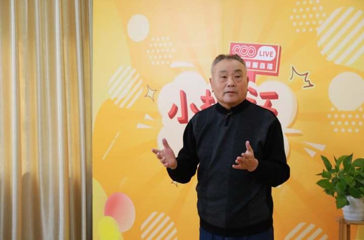 79岁杭州大爷乐享精彩数字生活 直播分享环游30国经验