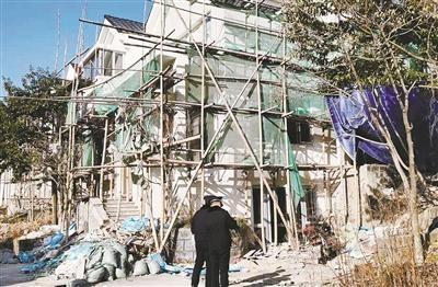海曙凤凰谷小区违建 已责令业主暂停施工 将被依法处置
