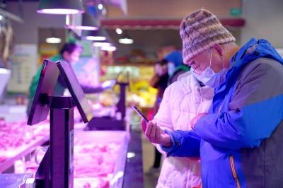 """菜场商超落实防疫工作""""科技""""让吃更安心"""