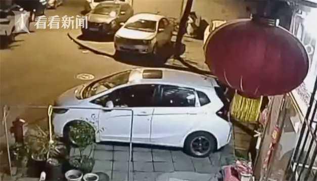 视频|奇葩邻居频频高空抛物 一楼业主装监控后反被呛