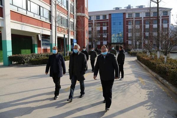 市教育局督察组督查临沂实验中学校园安全和疫情防控工作