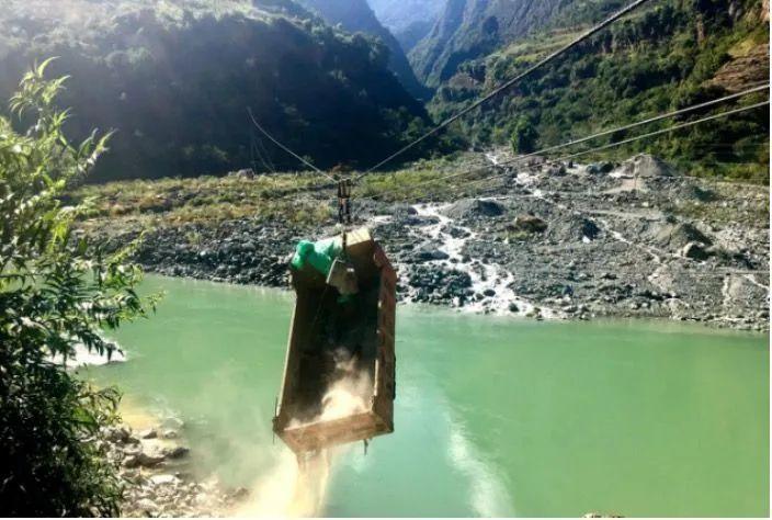 两吨的卡车为何用铁索过江?怎么做到的?