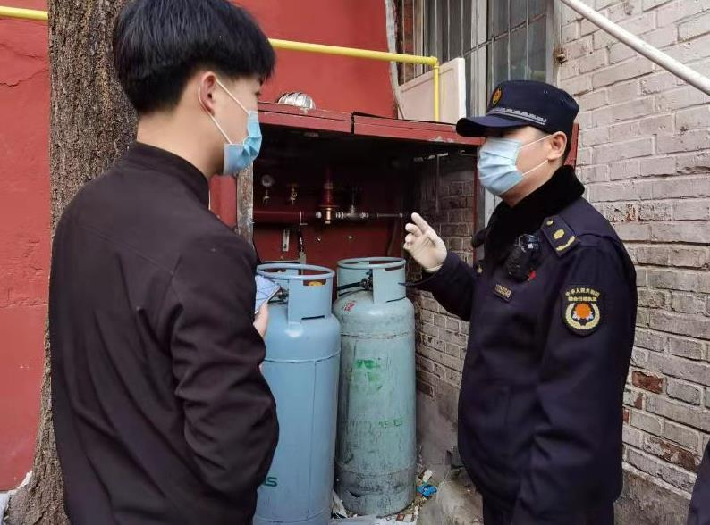 北京市城管执法局重点对商务楼宇 疫情防控工作开展检查