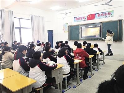 """24名青年教师获评""""教坛新秀"""""""