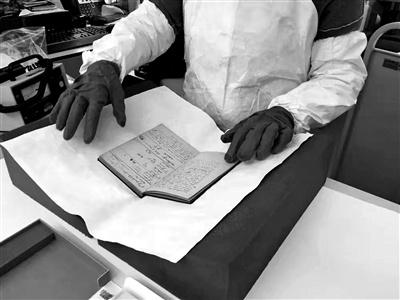 """时隔100多年后,居里夫人的笔记本仍具有放射性——""""无法触及的科学遗产"""""""