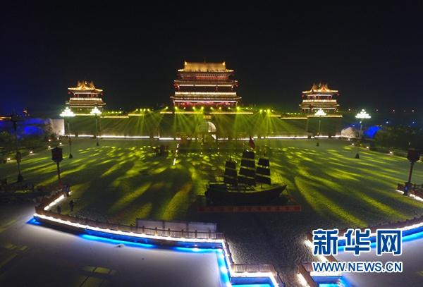 长城关夜景