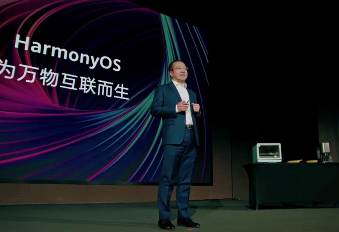 华为王成录演示鸿蒙 OS:无线互联更便捷,预计将于今年登陆手机