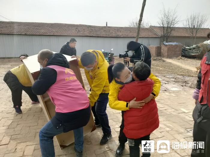 垦利区志愿者为7名困境儿童送去新年祝福