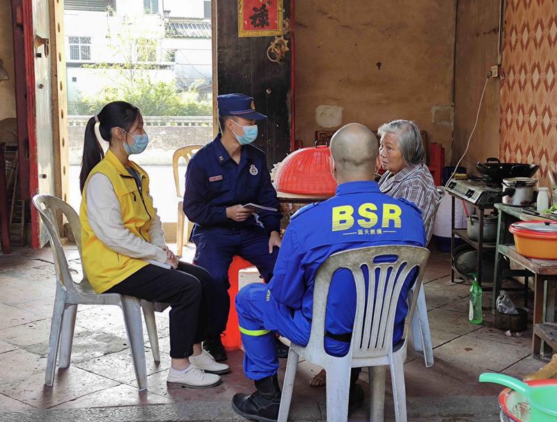 汕头多部门志愿者进农村开展防火防疫宣传