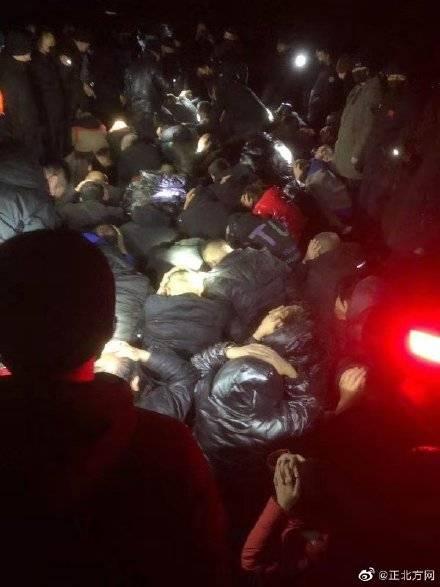 呼和浩特警方端掉一野外流动赌场 抓获58人