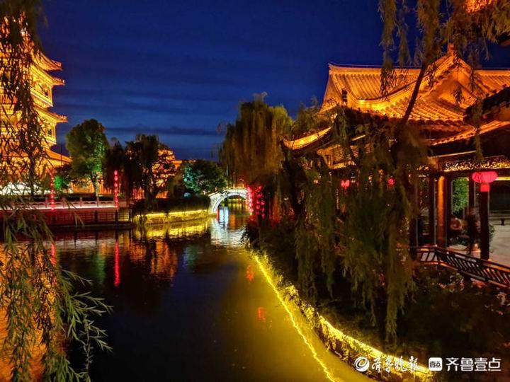 夜晚醉在台儿庄古城的美景里