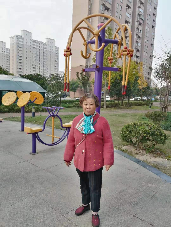 当年生孩子后洗澡喂奶地方也没有,上海阿姨终于盼来旧改住上新房