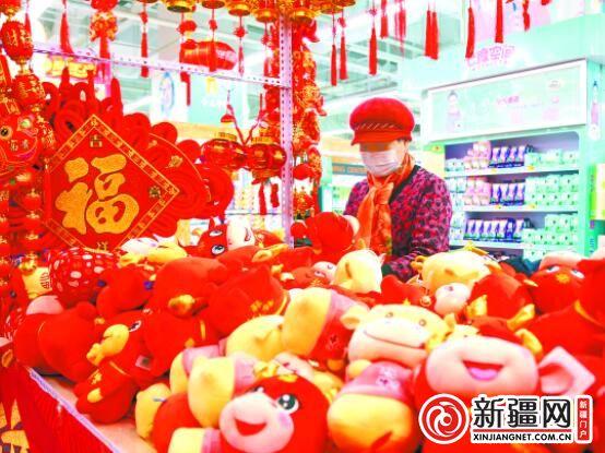 """【新春走基层·说年俗】新春吉祥物,面塑剪纸送""""牛气"""""""
