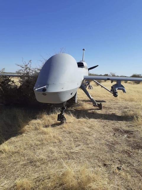 美军无人机迫降非洲牧场 还挂着导弹