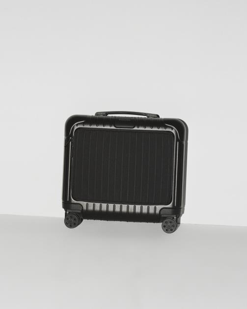 RIMOWA推出全新款 ESSENTIAL SLEEVE 系列行李箱