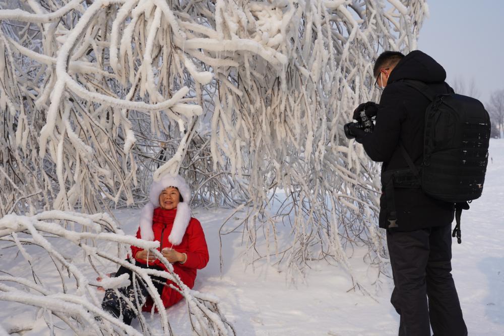 """冰雪大世界营业26天就闭园,疫情下的东北旅游业如何熬过""""寒冬""""?"""