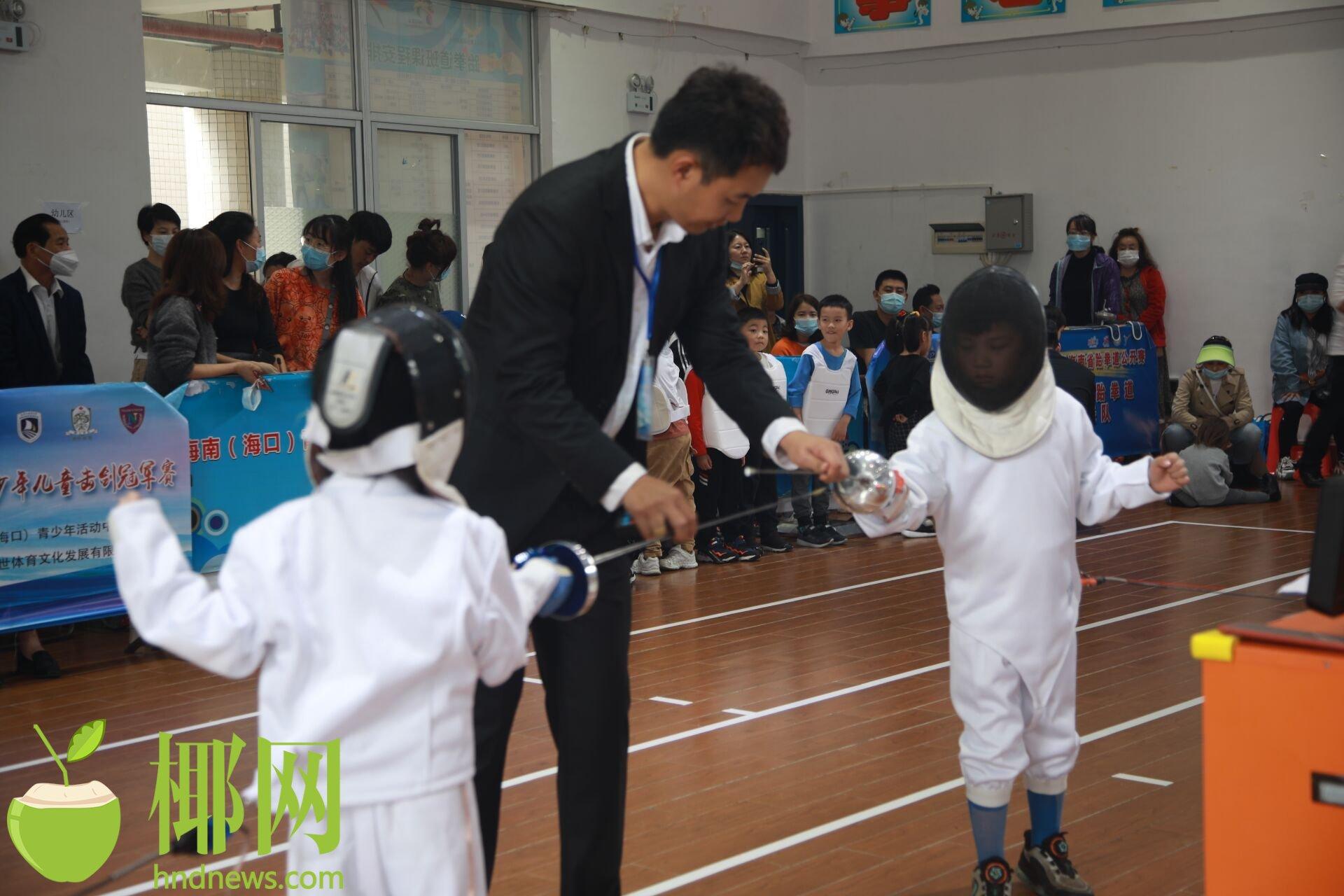 """海口举办第二届""""嘉世杯""""少年儿童击剑冠军赛"""
