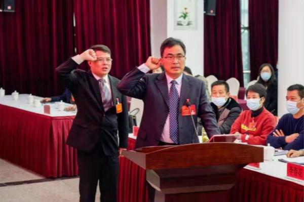 这位青浦金泽镇副镇长是来自吴江的交流干部,他说……