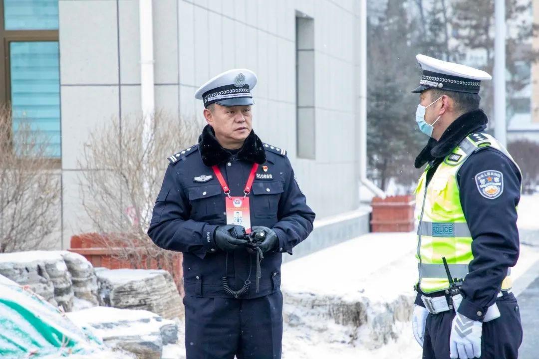 西宁交警全力做好西宁市委十四届十二次全体会议道路交通安保工作