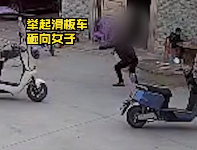 """广西警方通报""""男子用滑板车猛砸妻子"""",俩孩子大哭令人心碎"""