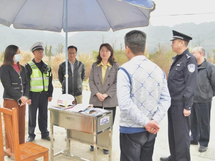 阳山县委书记邓菲率队检查春运和最严交通整治工作