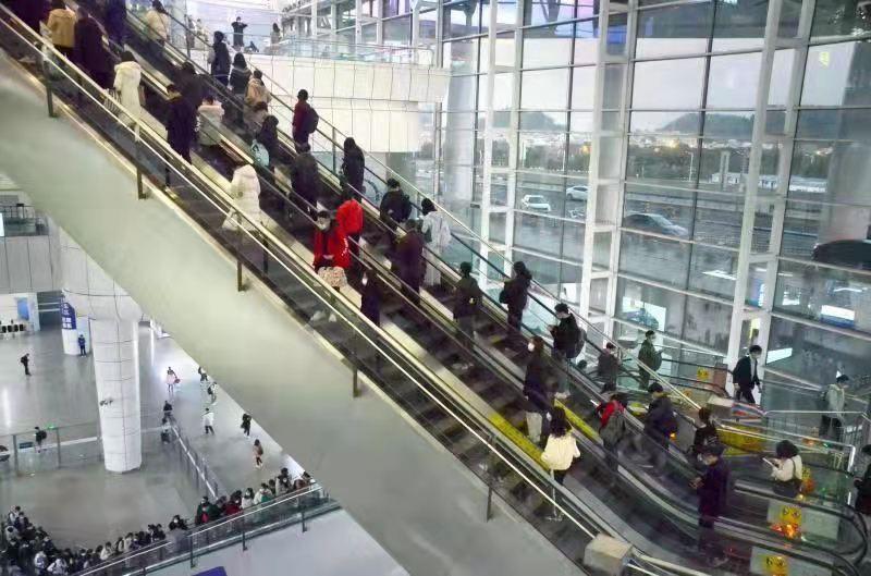 广州南站一层南端中转换乘区域启用!