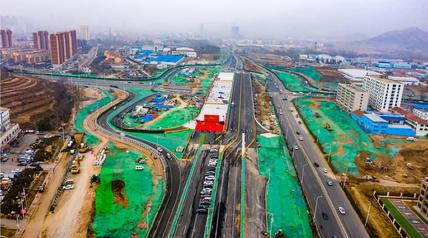 青岛西海岸长昆立交北半幅桥梁通车,预计6月底全线通车